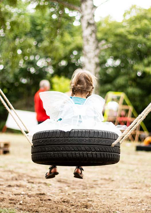 ZN Original: Wasteless Open Air, Tag der Veranstaltung, Kind auf Schaukel
